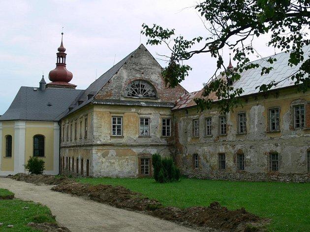 Exteriér zámku Loučná
