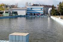 Venkovní bazén v Zábřehu je zavřený už několik let