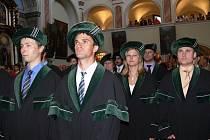 Promoce šumperského Centra bakalářských studií VŠB – Technické univerzity Ostrava se tradičně odehrávala v klášterním kostele