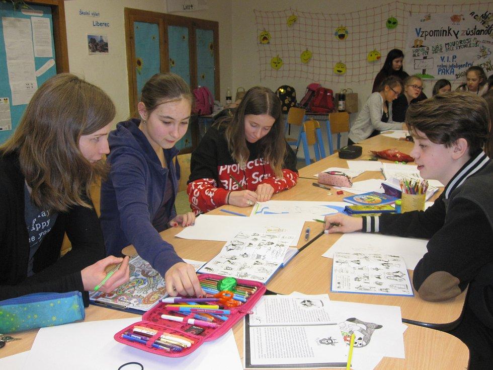 O čtení s českými autory je mezi dětmi zájem. Při předčítání se vydrží nepřetržitě střídat 24 hodin.