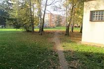 Místo v Jeremenkově ulici v Šumperku, kde měly být zraněny tři nezletilé dívky.