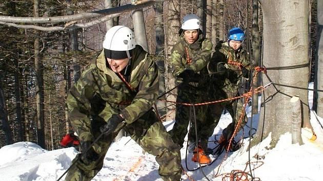 Zimní závod vojewnských hlídek Winter Survival 2012 v Jeseníkách