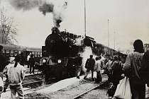 Parní vlak v Šumperku při výročí dráhy.