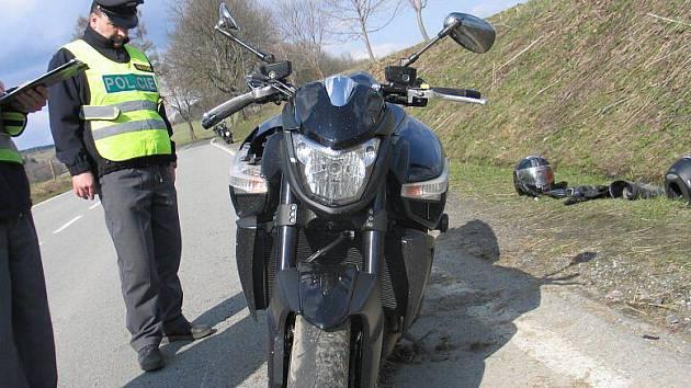 Nehoda motorkáře u Branné