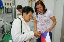 Romana Labounková dostala přímo před pódiem dárečky pro štěstí.
