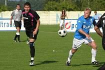 Mohelnice doma podlehla fotbalistům Jeseníku (modré dresy)