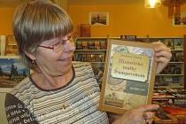 V šumperském knihkupectví Duha jde kniha Drahomíra Polácha na odbyt.