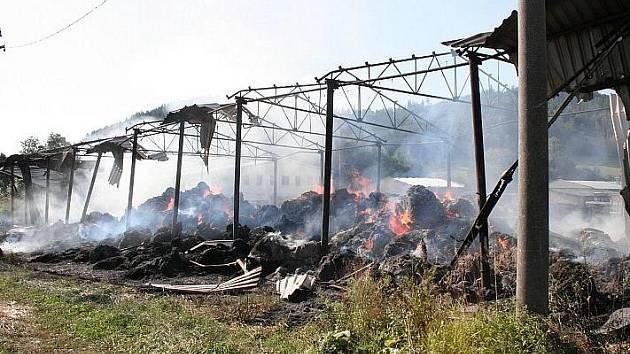 Požár řádil na farmě v Maršíkově