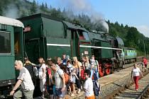 Historický vlak na Anenské pouti ve Starém Městě
