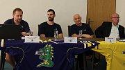 Na čtvrteční tiskové konferenci DRAKŮ ŠUMPERK se ukázal ředitel klubu Velčovský, ale i trenér Zavadil a kapitán Gewiese.
