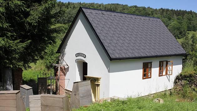 Márnice s muzejní expozicí a prostor bývalého kostela v Zálesí.