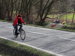 Na frekventované silnici ze Šumperku do Bratrušova se pohybuje řada cyklistů a dokonce i chodci. Stala se zde řada nehod. Většímu bezpečí zde přispěje plánovaná cyklostezka.