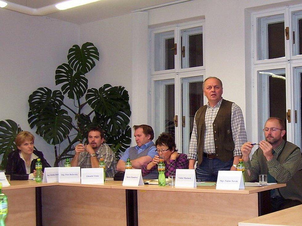 Novým starostou Vikýřovic byl zvolen Václav Mazánek (na snímku druhý zprava)