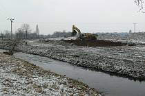 Stavby provodovdňové ochrany na Lošticku začaly v únoru rozšířením koryta Třebůvky hned za Lošticemi