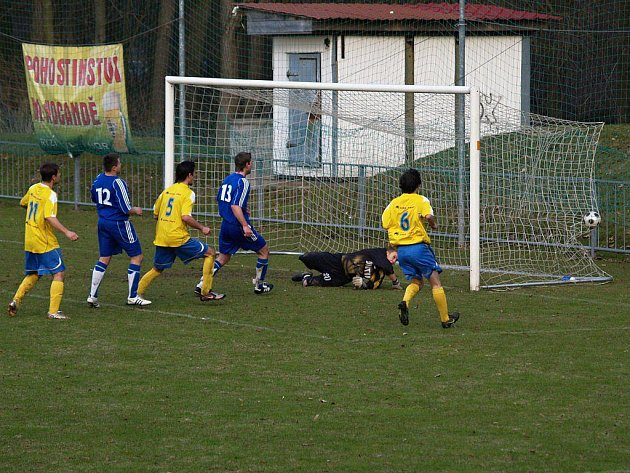Snímky ze sobotního utkání Štíty versus Leština (modré dresy)