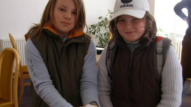 Dívky na snímku ochotně představily velikonoční jidáše, které si vlastnoručně upekly ve Vlastivědném muzeu v Šumperku.