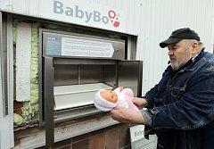 V Nemocnici Šumperk instalovali babybox nové generace. Zaměnil původní bedýnku, jež sloužila v Šumperku od roku 2009 a pomohla vstoupit do nového života třem nechtěným děťátkům