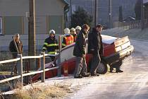 Dopravní nehoda osobního automobilu se stala v neděli 11. prosince v Brníčku na Šumpersku. Řidička osobního vozu zde narazila do mostku