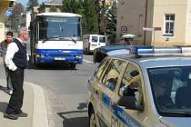 Nehoda autobusu a osobního vozu se stala ve středu ve Vančurově ulici.