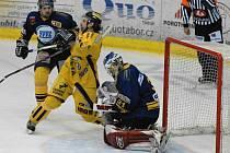 Snímek  z utkání Draků s Milevskem, ve žlutém je Michal Vymazal