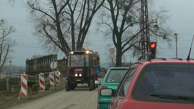 Za Mohelnicí ve směru na Úsov teď řidiči projíždějí staveništěm.