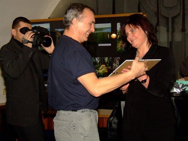 Předsedkyně poroty Lenka Poláková při loňském předávání cen vítězům.