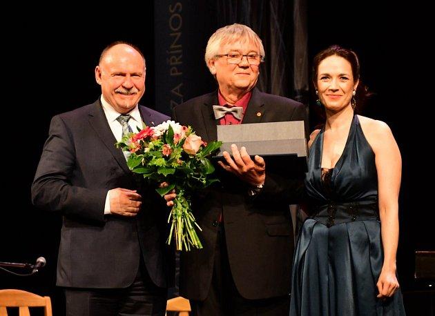 Josef König při předávání krajských cen za kulturu.