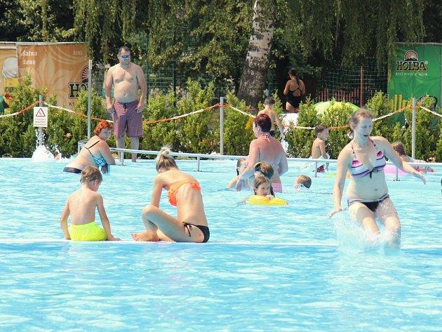 Bratrušovské koupaliště v Šumperku vítá v letních vedrech každý den stovky návštěvníků.