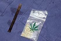 Sáček s marihuanou nalezený v montérkové blůze