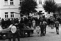 Natáčet s takto velkou kamerou nenápadně se nedalo, Josef Kapl se svými přáteli musel v srpnu 1968 riskovat.