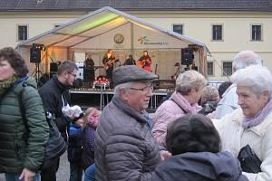 V Zábřehu ukončili advent v neděli 22, prosince společným zpíváním koled a zvoněním na Ježíška.