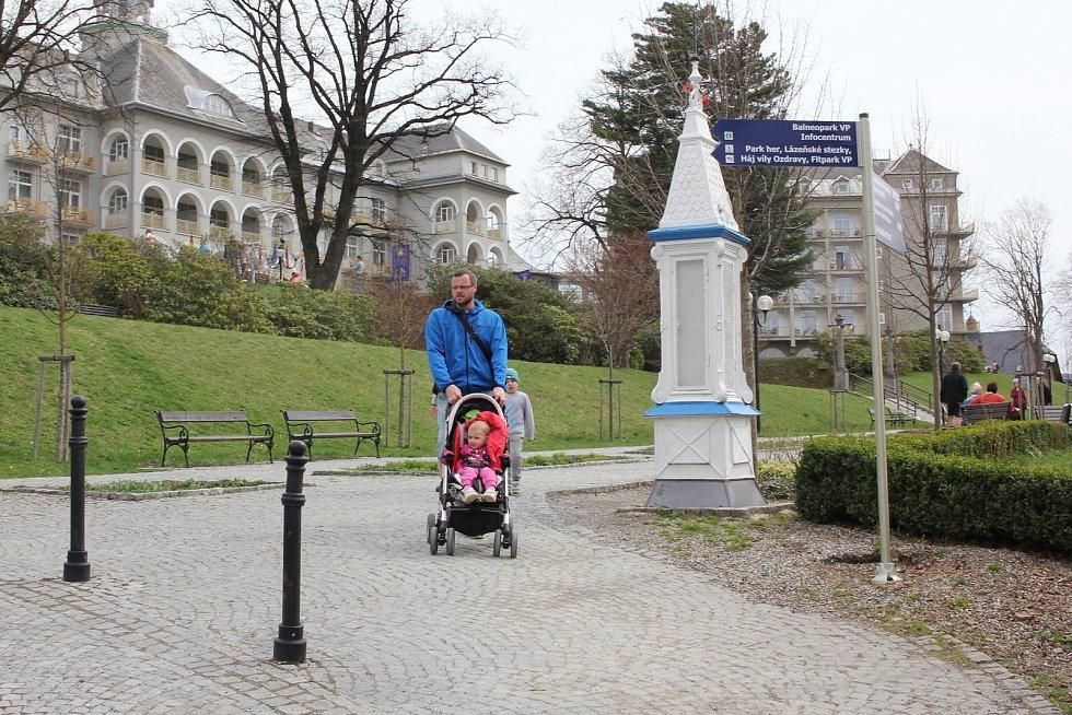 Lázeňská promenáda v Jeseníku pod Sanatoriem Priessnitz.