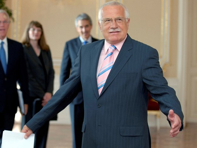 President Václav Klaus zahájil včera třídenní návštěvu Olomouckého kraje.