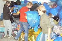 Při předchozích kolech sbírky se podařilo shromáždit vždy přes jedenáct tun materiálu.