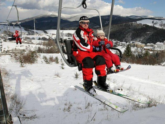 Kvalitní podmínky pro lyžaře jsou i ve střediscích v podhůří Jeseníků, například v Branné