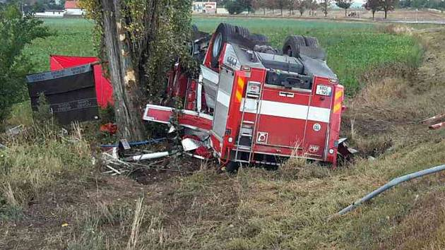 Tragická nehoda hasičského vozu u Libivé na Mohelnicku
