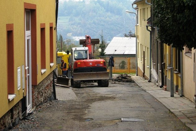 Zábřeh pokračuje v revitalizaci historického centra města. V těchto dnech dělníci pracují na opravě vodovodu a kanalizace v Radniční ulici.