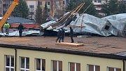 Následky vichru z 10. na 11. 3. 2019.  Poškozená střecha na budově šumperského domova důchodců.