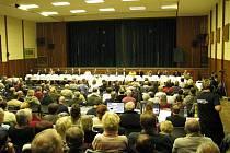 Veřejnost sleduje ustavující zasedání nového zastupitelstva v Zábřehu