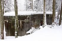 Bunkr StM S 50 je atypický vojenský objekt, který měl chránit důležitou silnici do vnitrozemí tehdejšího Československa.
