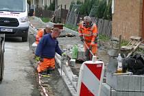 Výstavba chodníku podél ulice Jesenické v Hanušovicích.
