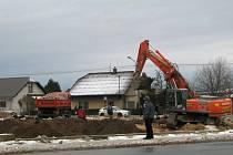 Přípravné práce na budování nového obchodního centra v Zábřehu, které bude první ve městě, odstartovaly na začátku letošního roku zbouráním vily na křižovatce ulic Leštinské a Na Křtaltě.