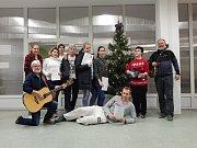 Zpívání koled na internátu šumperské průmyslové školy.