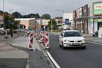 Zrekonstruovaná silnice mezi Hoštejnem a Zábřehem, stav 30. září v poledne.