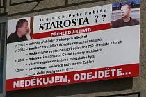 Anonymní plakát, který před volbami 2006 útočil na starostu Zábřeha Petra Fabiána (Volba pro město)