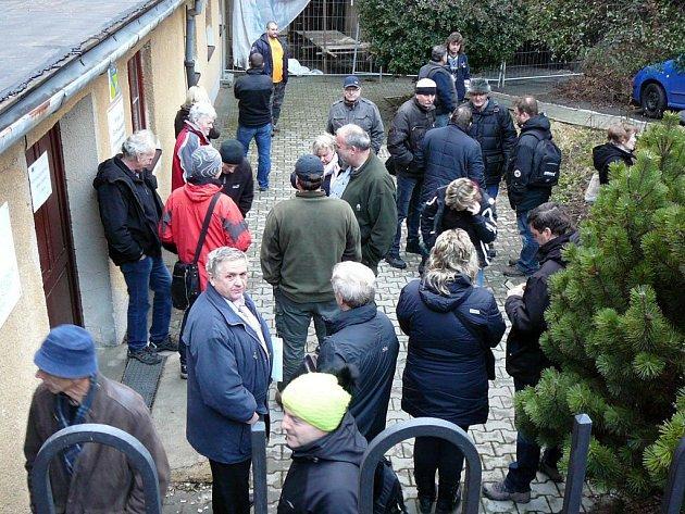 V pondělí 22. února před osmou hodinou ranní čekalo ve frontě na podání žádosti o kotlíkovou dotaci v Šumperku sto třicet lidí.