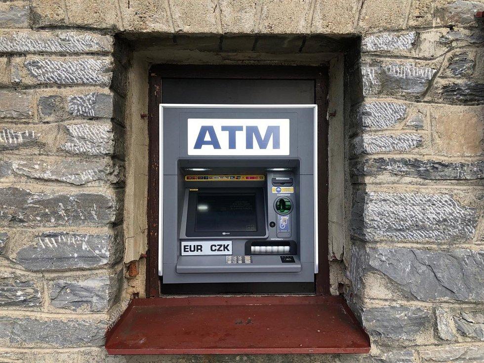 Nový bankomat v Ostružné