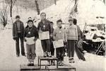 NA STUPNÍCH VÍTĚZŮ. Vobci dobře fungoval Svazarm. Vyhlášené byly jeho branné závody pro děti - vlétě přespolní orientační běhy, vzimě běh na lyžích se střelbou ze vzduchovky. Užili si ho i vítězové zroku 1975.