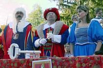 Soudní tribunál, který zasedal v čele s cechmistrem Miroslavem Markem, poslal všechny čarodějnice nekompromisně na hranici.