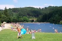 V teplých dnech je o koupání na přehradě v rekreačním středisku Bozeňov v Dolním Bušínově u Zábřeha velký zájem.
